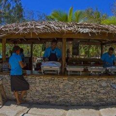 Отель Barefoot Manta Island бассейн