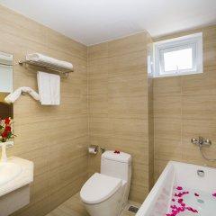 Отель Regalia Hotel Вьетнам, Нячанг - отзывы, цены и фото номеров - забронировать отель Regalia Hotel онлайн ванная