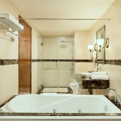 Отель Sunrise Nha Trang Beach Hotel & Spa Вьетнам, Нячанг - 5 отзывов об отеле, цены и фото номеров - забронировать отель Sunrise Nha Trang Beach Hotel & Spa онлайн ванная фото 2