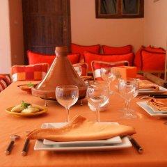 Отель Riad Azenzer питание