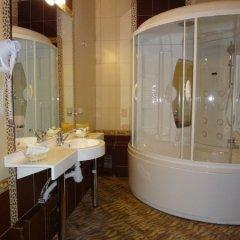 Гостиница Астрал (комплекс А) в Тихвине отзывы, цены и фото номеров - забронировать гостиницу Астрал (комплекс А) онлайн Тихвин ванная