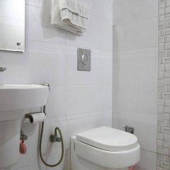 Отель OYO 16011 Hotel Mohan International Индия, Нью-Дели - отзывы, цены и фото номеров - забронировать отель OYO 16011 Hotel Mohan International онлайн ванная