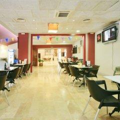 Отель Rentalmar Salou Pacific Испания, Салоу - 3 отзыва об отеле, цены и фото номеров - забронировать отель Rentalmar Salou Pacific онлайн гостиничный бар