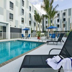 Отель Hampton Inn Suites Sarasota/Bradenton Airport бассейн фото 3
