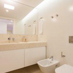 Апартаменты Mouraria Blue Three-Bedroom Apartment w/ Parking - by LU Holidays ванная