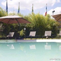 Отель Holiday Inn Express Toulouse Airport Франция, Бланьяк - отзывы, цены и фото номеров - забронировать отель Holiday Inn Express Toulouse Airport онлайн бассейн фото 2