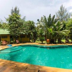 Отель Kamala Bungalows бассейн