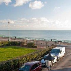 Отель New Steine Hotel - B&B Великобритания, Кемптаун - отзывы, цены и фото номеров - забронировать отель New Steine Hotel - B&B онлайн пляж фото 2