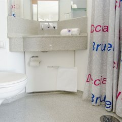 Отель Cabinn City Дания, Копенгаген - 5 отзывов об отеле, цены и фото номеров - забронировать отель Cabinn City онлайн ванная фото 2