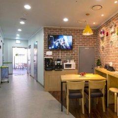 Отель 24 Guesthouse Dongdaemun Южная Корея, Сеул - отзывы, цены и фото номеров - забронировать отель 24 Guesthouse Dongdaemun онлайн гостиничный бар