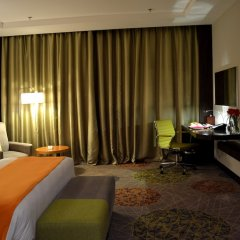 Отель Holiday Inn Jeddah Gateway комната для гостей фото 5