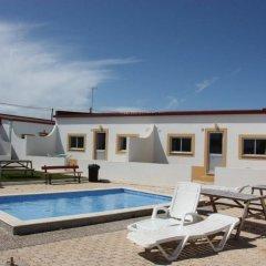 Отель PenichePraia - Bungalows, Campers & Spa бассейн фото 3