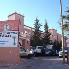 Отель La Vallée Марокко, Уарзазат - отзывы, цены и фото номеров - забронировать отель La Vallée онлайн парковка