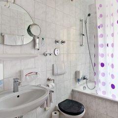Отель TIPTOP Hotel Burgschmiet Garni Германия, Нюрнберг - отзывы, цены и фото номеров - забронировать отель TIPTOP Hotel Burgschmiet Garni онлайн ванная фото 2