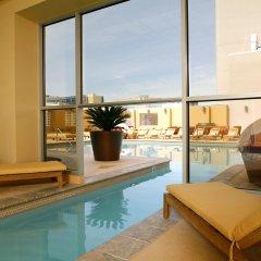 Отель Platinum Hotel and Spa США, Лас-Вегас - 8 отзывов об отеле, цены и фото номеров - забронировать отель Platinum Hotel and Spa онлайн бассейн фото 2