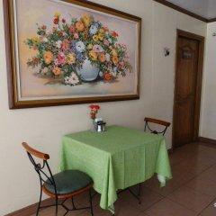 Отель Rosas Garden Hotel Филиппины, Манила - отзывы, цены и фото номеров - забронировать отель Rosas Garden Hotel онлайн удобства в номере