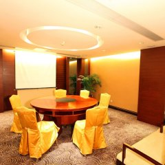 Отель Guangzhou Grand International Hotel Китай, Гуанчжоу - 8 отзывов об отеле, цены и фото номеров - забронировать отель Guangzhou Grand International Hotel онлайн интерьер отеля фото 2