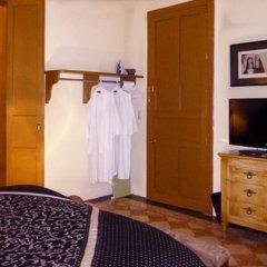 La Perla Hotel Boutique B&B сейф в номере