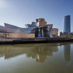 Отель Ilunion Hotel Bilbao Испания, Бильбао - 2 отзыва об отеле, цены и фото номеров - забронировать отель Ilunion Hotel Bilbao онлайн приотельная территория фото 2