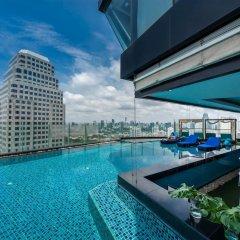 Отель The Continent Bangkok by Compass Hospitality Таиланд, Бангкок - 1 отзыв об отеле, цены и фото номеров - забронировать отель The Continent Bangkok by Compass Hospitality онлайн бассейн фото 2