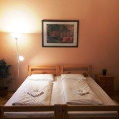 Hello Budapest Hostel Будапешт сейф в номере
