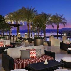 Отель Al Manara, a Luxury Collection Hotel, Saraya Aqaba Иордания, Акаба - 1 отзыв об отеле, цены и фото номеров - забронировать отель Al Manara, a Luxury Collection Hotel, Saraya Aqaba онлайн гостиничный бар