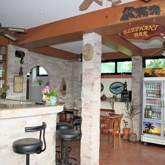 Отель Chang Charlie Inn Таиланд, Паттайя - отзывы, цены и фото номеров - забронировать отель Chang Charlie Inn онлайн гостиничный бар