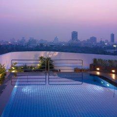 Отель Park Plaza Sukhumvit Бангкок бассейн