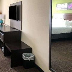 Отель Econo Lodge Montmorency Falls Канада, Буашатель - отзывы, цены и фото номеров - забронировать отель Econo Lodge Montmorency Falls онлайн сейф в номере