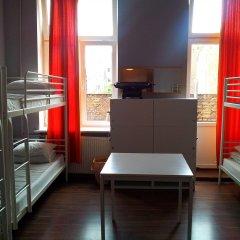 Отель Хостел Fabryka Польша, Варшава - 3 отзыва об отеле, цены и фото номеров - забронировать отель Хостел Fabryka онлайн комната для гостей фото 2
