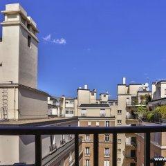 Апартаменты Cozy Apartment next to Eiffel Tower балкон