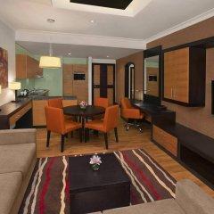 Отель DoubleTree by Hilton Hotel and Residences Dubai Al Barsha ОАЭ, Дубай - 1 отзыв об отеле, цены и фото номеров - забронировать отель DoubleTree by Hilton Hotel and Residences Dubai Al Barsha онлайн комната для гостей фото 4