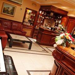Отель Hostal Victoria III гостиничный бар