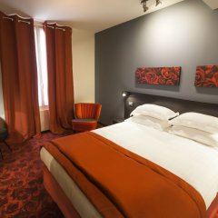 Отель Hôtel Helussi сейф в номере
