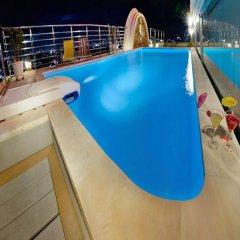 New Pacific Hotel бассейн