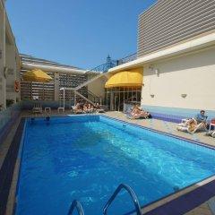 Отель Holiday Inn Abu Dhabi Downtown бассейн