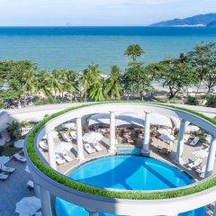 Отель Sunrise Nha Trang Beach Hotel & Spa Вьетнам, Нячанг - 5 отзывов об отеле, цены и фото номеров - забронировать отель Sunrise Nha Trang Beach Hotel & Spa онлайн бассейн фото 2