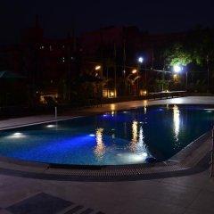 Отель Cambay Grand бассейн фото 3