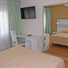 Отель Hostal Mara Испания, Ла-Корунья - отзывы, цены и фото номеров - забронировать отель Hostal Mara онлайн удобства в номере