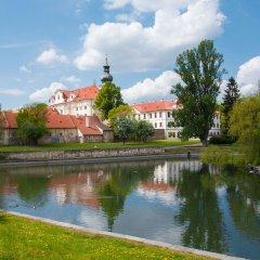 Отель Adalbert Ecohotel Чехия, Прага - 3 отзыва об отеле, цены и фото номеров - забронировать отель Adalbert Ecohotel онлайн приотельная территория