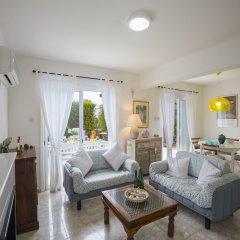 Отель Protaras Villa Sea Maris Кипр, Протарас - отзывы, цены и фото номеров - забронировать отель Protaras Villa Sea Maris онлайн комната для гостей
