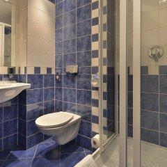 Отель EA Hotel Jelení dvur Prague Castle Чехия, Прага - 7 отзывов об отеле, цены и фото номеров - забронировать отель EA Hotel Jelení dvur Prague Castle онлайн ванная фото 2