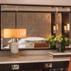 Отель Dream New York сейф в номере