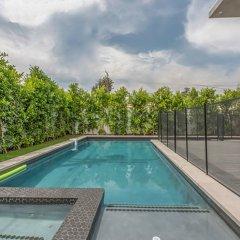 Отель Laurel Modern Villa США, Лос-Анджелес - отзывы, цены и фото номеров - забронировать отель Laurel Modern Villa онлайн бассейн