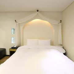 Film 37.2 Hotel комната для гостей