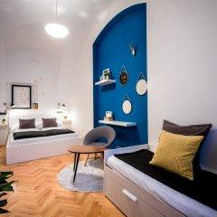 Апартаменты Friday Songs Apartments комната для гостей фото 5
