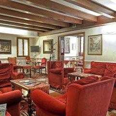 Hotel La Fenice Et Des Artistes интерьер отеля