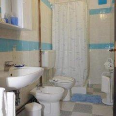 Отель Affittacamere Due Mori Италия, Региональный парк Colli Euganei - отзывы, цены и фото номеров - забронировать отель Affittacamere Due Mori онлайн ванная