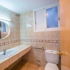 Отель Apartaments AR Europa Sun Испания, Бланес - отзывы, цены и фото номеров - забронировать отель Apartaments AR Europa Sun онлайн ванная