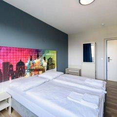 Отель a&o Berlin Kolumbus Германия, Берлин - 2 отзыва об отеле, цены и фото номеров - забронировать отель a&o Berlin Kolumbus онлайн комната для гостей фото 5
